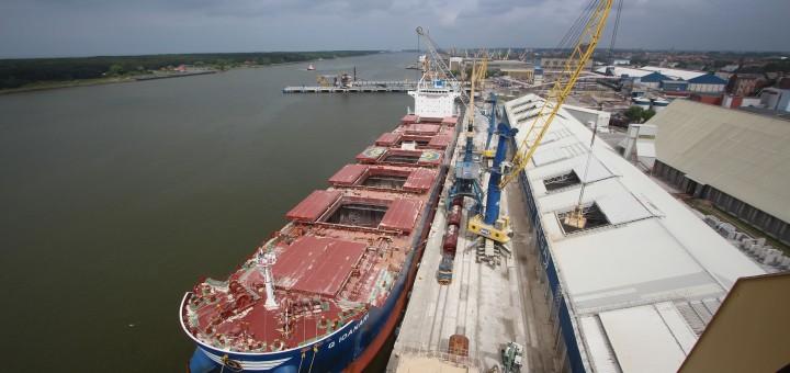 """Uosto direkcijai operatyviai išgilinus krantines, """"BEGA"""" priėmė laivą su didžiausia leistina grimzle"""