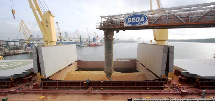 """""""Imlitex Holdings"""" eksporto srautus kreipia per jūrų krovinių kompaniją """"Bega"""""""
