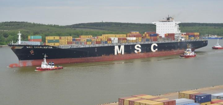 """Į Klaipėdą atplaukė ilgiausias per visą uosto istoriją konteinerinis laivas """"MSC Charleston"""""""
