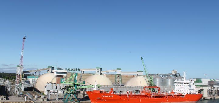"""AB """"Klaipėdos jūrų krovinių kompanija"""" įsigijo naują transporterį dulkėtumui mažinti"""