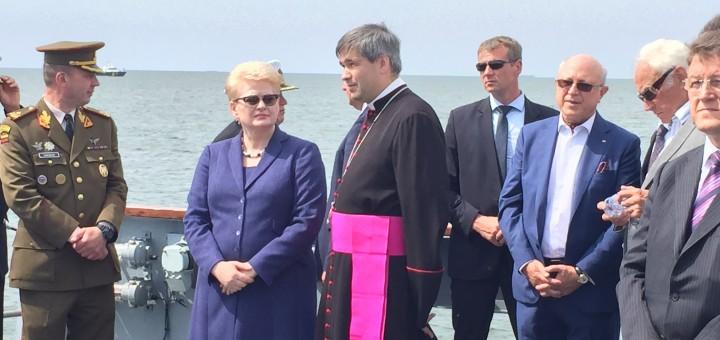 Prezidentė Klaipėdoje dalyvavo vainikų nuleidimo žuvusiesiems jūroje ceremonijoje
